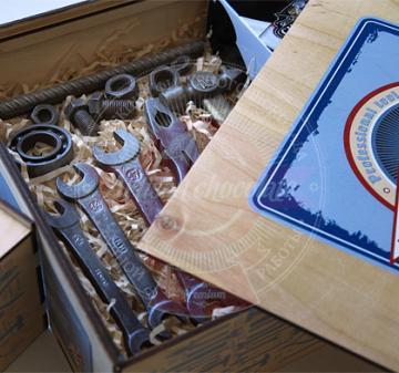 корпоративный подарок на день строителя. Шоколадные инструменты. Новогодние подарки с алкоголем корпоративным клиентам