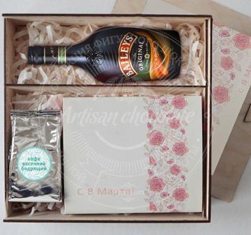 """Подарочный набор """"Шоколад с алкоголем"""" в деревянном пенале."""