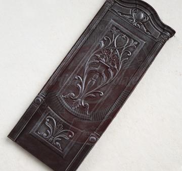 Корпоративные подарки производителям мебели и дверей | Барельефы из шоколада: дверь, дверная петля, дверная скважина, ключ, вес 210 г. Шоколад темный, содержание какао 54.1% Подарочная упаковка: пенал из фанеры с полноцветной печатью по дереву в корпоративном стиле компании, размер упаковки: 210х210x40мм.