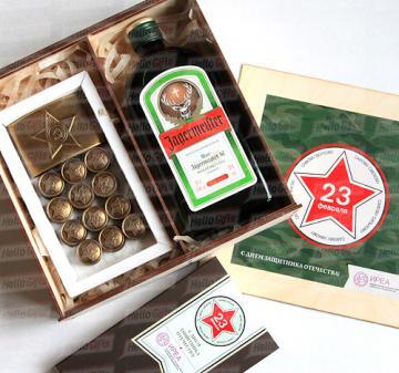 Армейский с алкоголем I Подарки для мужчин Корпоративные подарочные наборы на 23 февраля  | В наборе 12 шоколадок в виде форменных пуговиц и 1 в виде бляхи армейского ремня, нетто: 125 гр.  Брендирование упаковки , «Jagermeister», 0.5 л. логотип покупателя