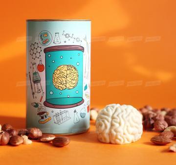 Корпоративные подарки медикам оптом |  | Упаковка: тубус 12,5x7,5 см., брендирование бесплатно.  Смесь орехов: миндаль, кешью, фундук 150 г.  Шоколадный мозг 60 г, из темного или белого шоколада  Barry Callebaut (Бельгия). При тираже от 100 штук возможно изготовление шоколадного мозга с начинкой пралине. | Креативные корпоративные подарки на праздники,  мероприятия и  конференции.