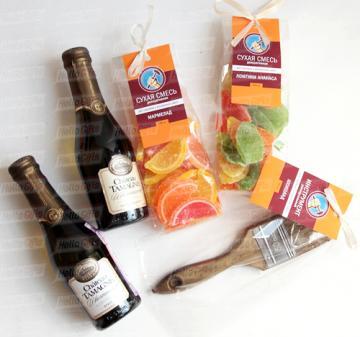 Подарки строителям | Подарки для женщин с логотипом на 8 марта | Кейсы с алкоголем
