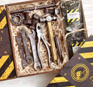 Новогодние корпоративные  подарки коллегам и партнерам  с логотипом,изготовим корпоративные подарочный набор с инструментами из шоколада для детей сотрудников к Новому году.
