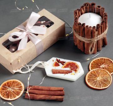 Красивые корпоративные подарки   - Игристое вино Asti Martini, 187 мл - Крем-мед с апельсином 250  мл - Медианты шоколадные (белый, молочный, темный шоколад) - Флорентийское саше из соевого воска - Декоративная свеча с корицей