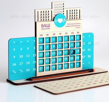 Полезный подарок  оптом медицинскому работнику к Новому году | Вечный календарь - подарок, на любое событие,  в любое время года! C помощью движущейся панели выбираете раз в месяц нужную дату и пользуетесь календарем до конца выбранного периода, передвигая числовой курсор.  Размер 24х17,5 см, материал - натуральное дерево  5 мм, полноцветная печать или гравировка. Брендирование бесплатно