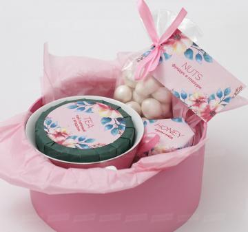 Корпоративные подарки женщинам на 8 марта заказать в Москве