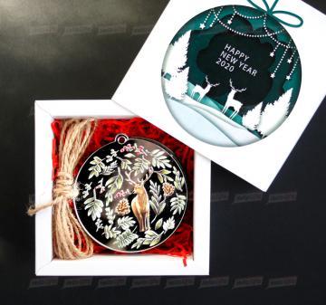 Корпоративные подарки на Новый год Стильные и изысканные зеркальные украшения для Новогодней ёлки.  - Набор из 4 игрушек: лиса, олень, заяц, птичка. Зеркальный акрил 3 мм, размер игрушки 8 см. - веревка подвеса игрушек - Оформление в стиле мероприятия. Размер упаковки: 120х120х43 мм, вес 110 г.