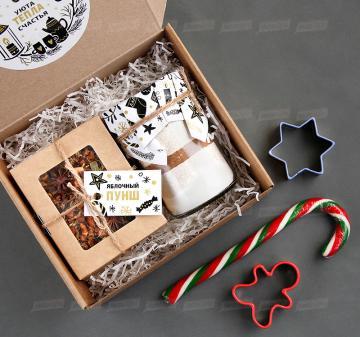 Корпоративные подарки на Новый год оптом | - Смесь для выпечки имбирного печенья  на 10-12 средних печений. - Чай «Яблочный пунш» 70 г - Форма для печенья 1 шт. - Карамельная «Трость» | Подарки на Новый год корпоративным клиентам