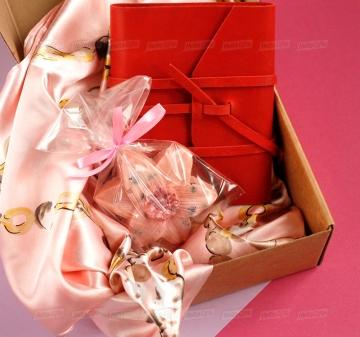 Корпоративные подарки для женщин на 8 марта оптом