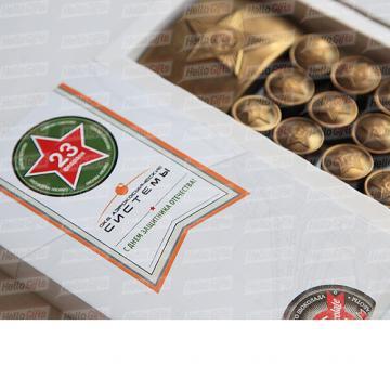 23 февраля подарки корпоративным клиентам оптом | АРМЕЙСКИЙ ШОКОЛАД Подарок мужчинам на 23 февраля День Защитника Отечества В наборе 12 шоколадок в виде форменных пуговиц и 1 в виде пряжки (бляхи) армейского ремня. Картонная упаковка из дизайнерской бумаги Брендирование упаковки : наклейка с логотипом компании. Подарок можно дополнить поздравительной открыткой. Размер упаковки: 170х97х22мм Вес нетто: 125 гр.