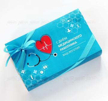 Корпоративные подарки оптом с логотипом  на Новый год  производителям и поставщикам медицинского оборудования к профессиональным праздникам, выставкам и мероприятиям | Оригинальные подарки медику | Плитка из темного шоколада с орешками. (кешью, миндаль или фундук). Размер плитки 10х17,5 см, вес 200 гр.Шоколад Barry Callebaut (Бельгия) темный, содержание какао 54%. Упаковка: коробка ЭКО-крафт с окошком 20х12х4 см. Бесплатное брендировние упаковки
